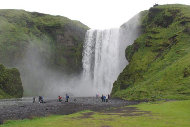 İLGİNÇ DOĞASIYLA BÜYÜLEYEN ÜLKE : İZLANDA – Temmuz 2014